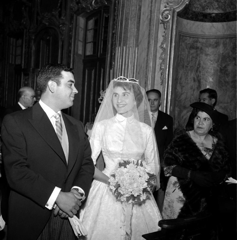 Wedding photos, Queluz National Palace, 1955 [LPB180420140001]