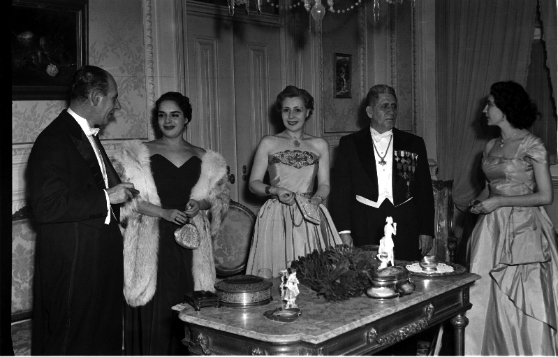 Party at the Legation of Mexico, Lisbon, 1953 [LPB180420140026]